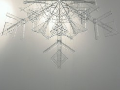 płatek śniegu, 2010, plastikowe linijki, ekierki i kątowniki, 2/3