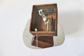 Pudełko (wg Cornella), 2016, drewno, układy scalone, zegarek, porcelana, kości, koronka, plexiglas 2/4